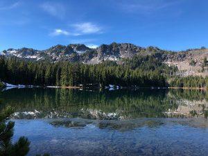 siskiyou mountains and lake